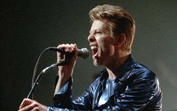 david_bowie_singing_ap_img